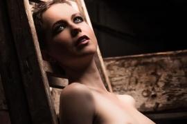 nude-home-16